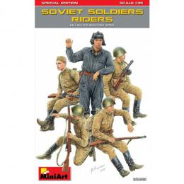MINIART 1/35 Soviet Soldiers Riders (Special Edition)