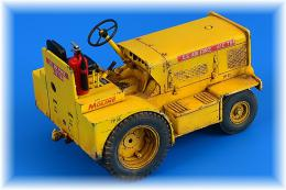 AEROBONUS 1/32 Minneapolis-Moline MT-40 Tow Tractor