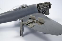 CMK 1/32 British Tempest Mechanic WWII for SH