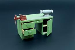 HAULER 1/35 Workbench with table grinder and vise for resin