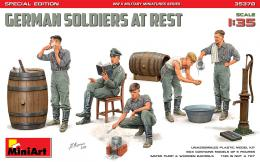 MINIART 1/35 German Soldiers At Rest 5 Fig