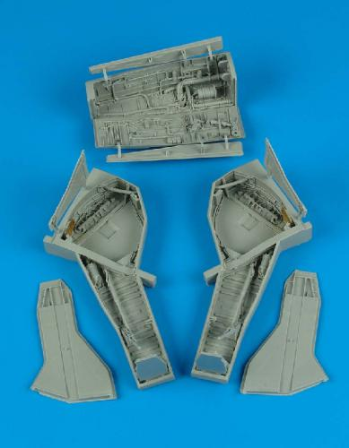 AIRES 1/32 F-105 Thunderchief wheel bay  (for Trumpeter)
